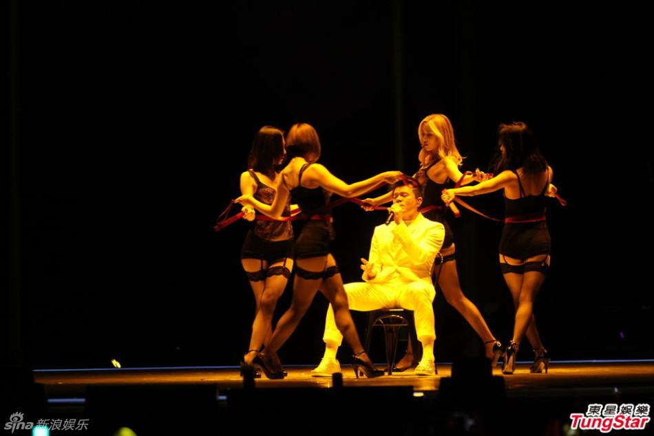 12月2日,韩国MAMA颁奖礼在香港亚洲博览馆隆重举行.朴振英(