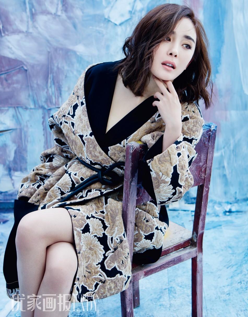 浪娱乐讯 近日杨幂为某时尚杂志拍摄了最新封面大片,造型优雅