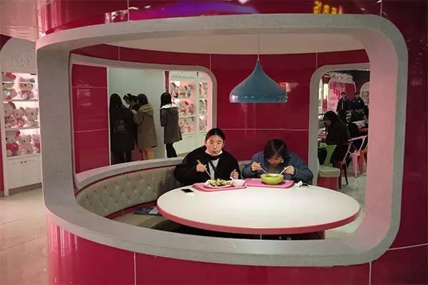 工商大学把食堂装修成hello Kitty主题餐厅,从早上6点营业到晚上