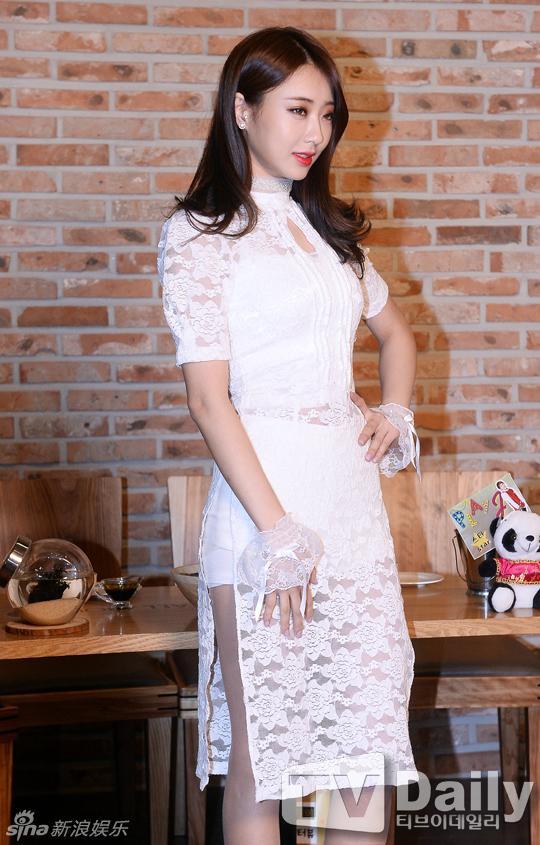 韩女团kara被曝将解散具荷拉或转投sm换视频性感熟丝袜女图片
