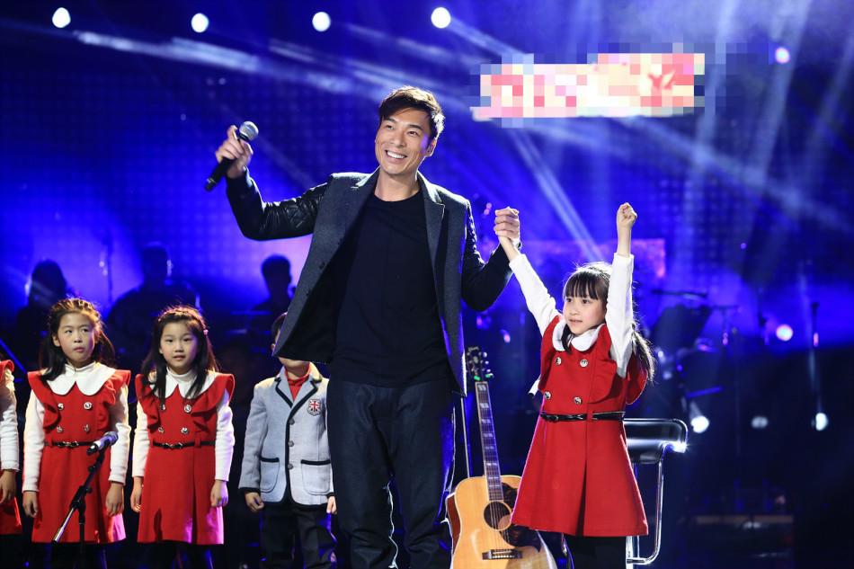 《中国之星》林忆莲自曝跟女儿学弹吉他