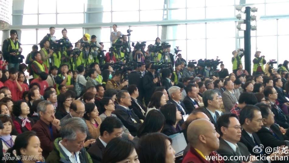 组图:台北故宫南院开馆 成龙十二生肖铜头展出