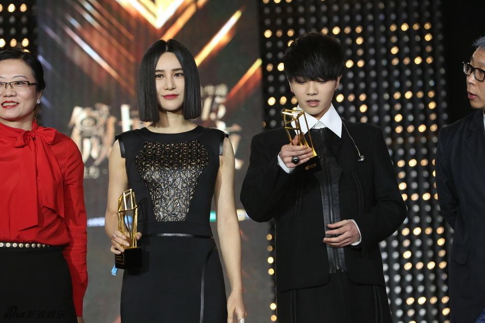 2015微博之夜现场 尚雯婕华晨宇获最受欢迎歌手
