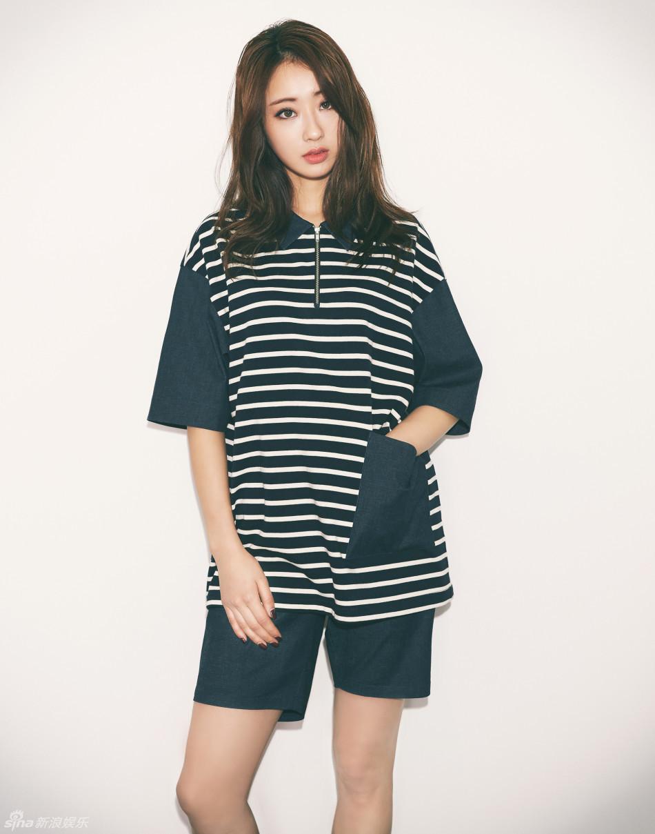 组图 韩星朴景丽与男模拍写真 穿短裤活力性感