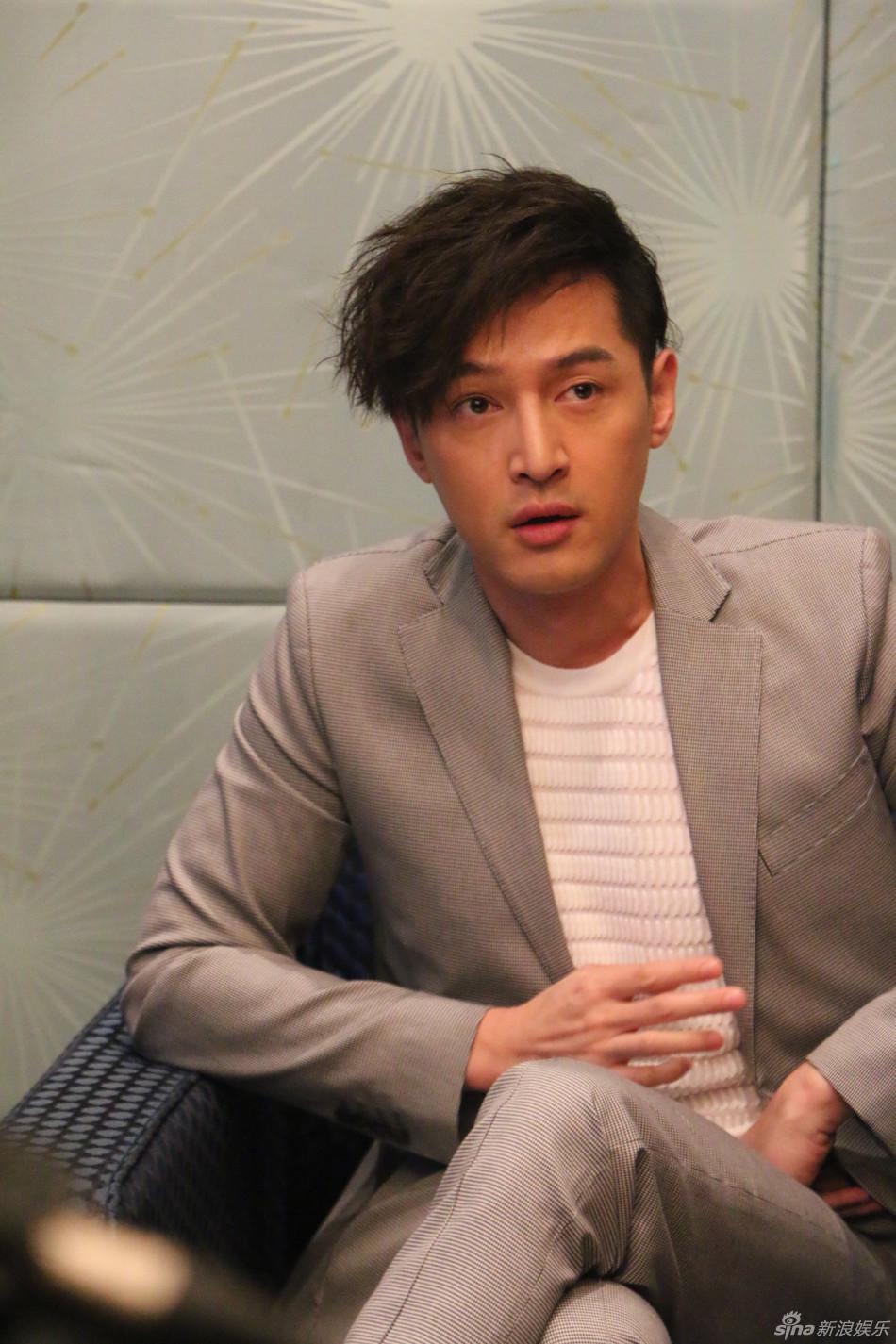《旋风十一人》在上海举行发布会.剧中胡歌和江疏影饰演一对CP,
