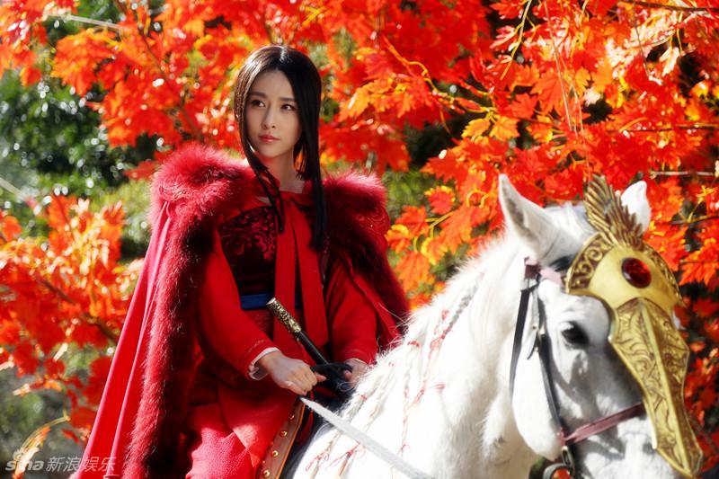 近日,该剧曝光新剧照,贾青霸气挑战女将军公孙宝月,红衣铠甲图片