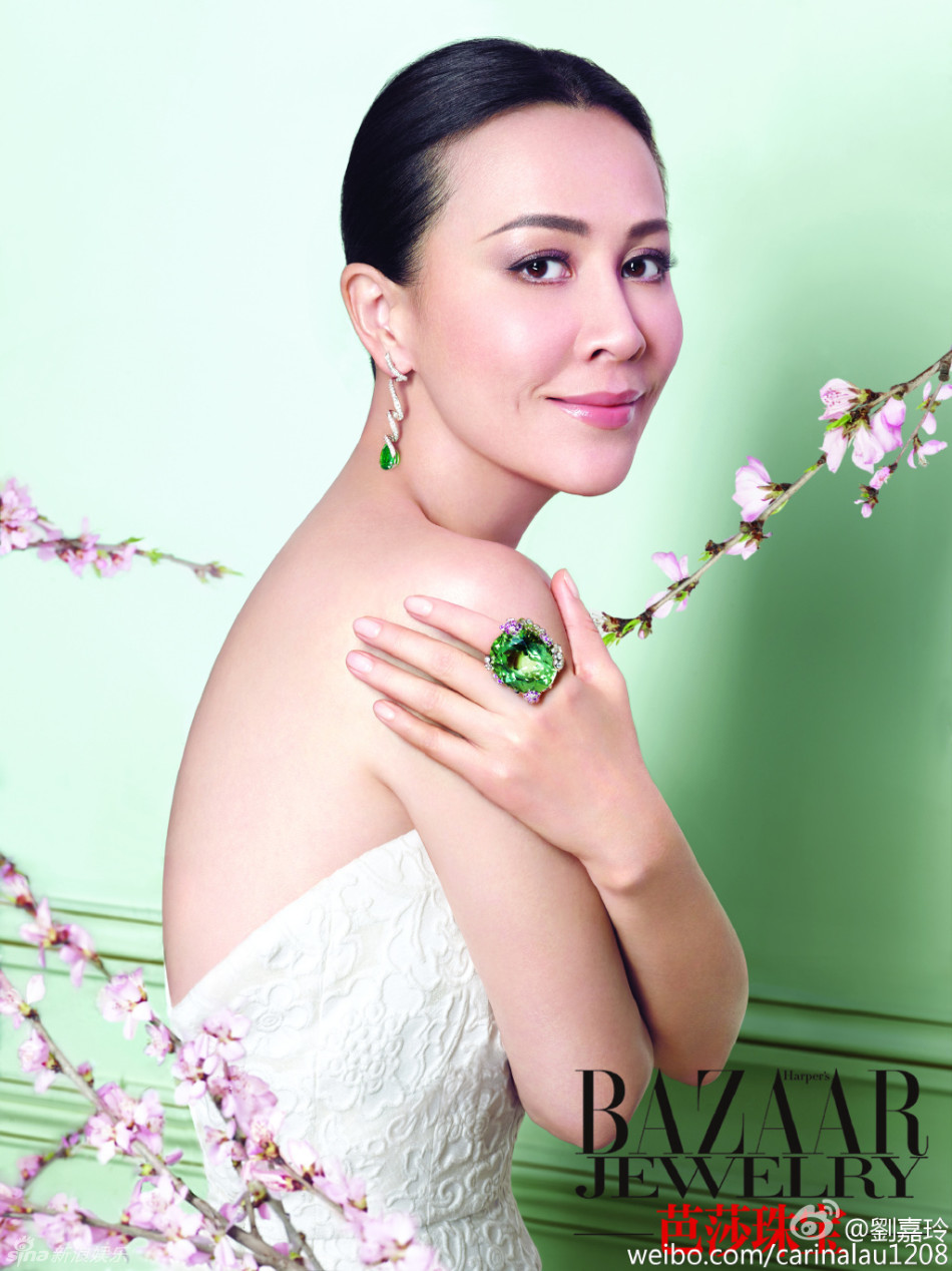 新浪娱乐讯 50岁女星刘嘉玲登上《芭莎珠宝》封面,她在微博晒出大