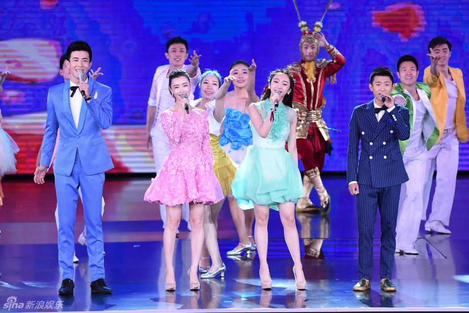北京国际电影节开幕式内场图 陈奕迅献唱图片