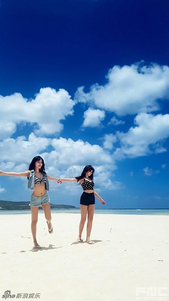 组图:韩团AOA泳装花絮照曝光 性感软妹吸睛