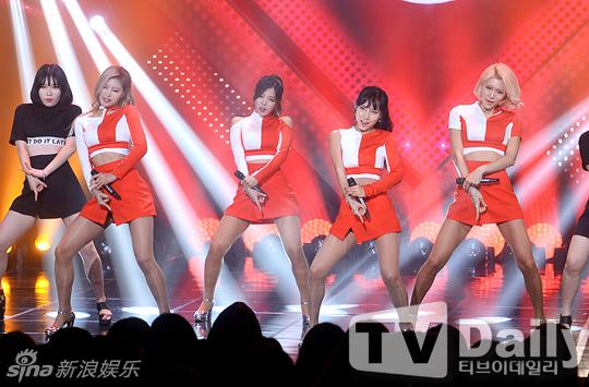 组图:韩女团icia穿短裙豪放下蹲 开腿动作暗示