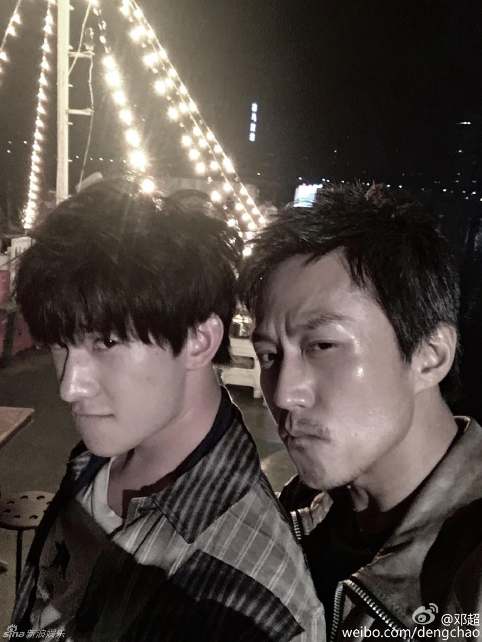 邓超狰狞自拍带偏杨洋  炫耀:路上捡了个弟弟