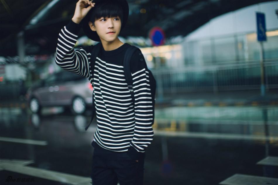 FBOYS队长王俊凯从北京首都机场启程前往纽约出席电影《长城》发