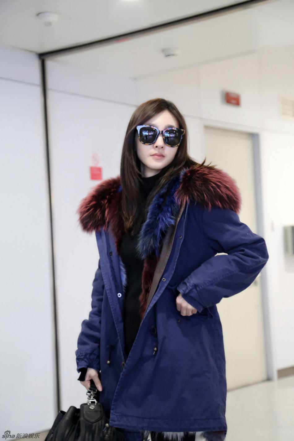 王丽坤素颜现身机场似贵妇