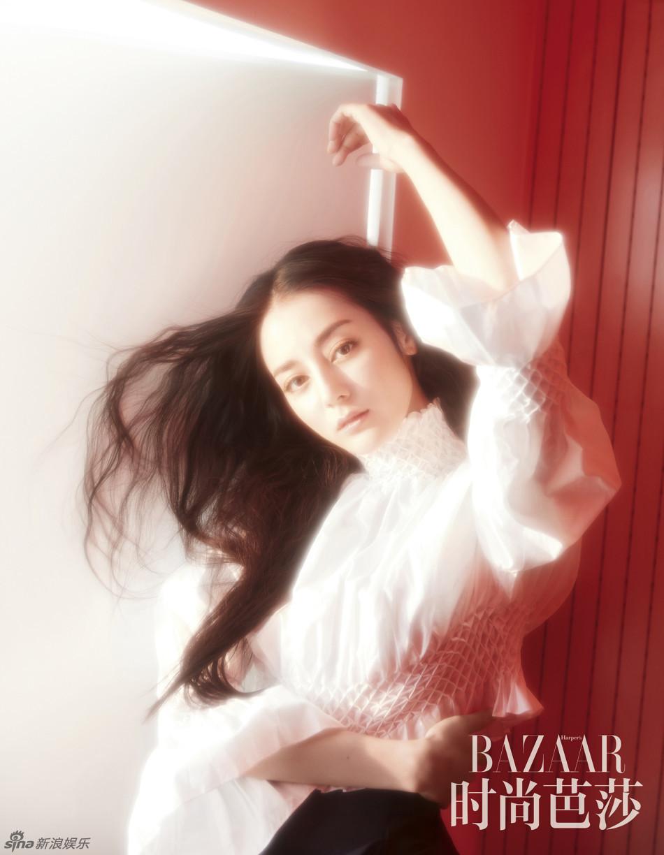 3 / 9 新浪娱乐讯 近日,迪丽热巴,受邀拍摄的一组杂志时尚大片曝光.