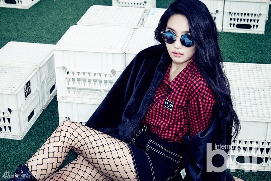 女人大尺度11p�_韩女星金素拉拍写真 穿网袜秀美腿女人味[11p]