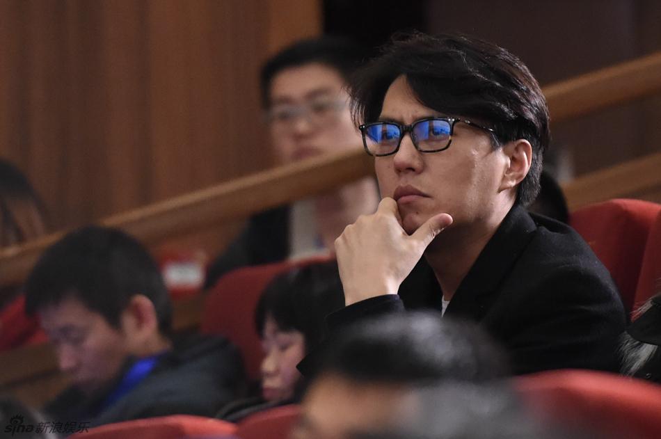 影片的试映会,演员靳东、吴若甫、臧金生、方子哥惊喜现身.( /摄