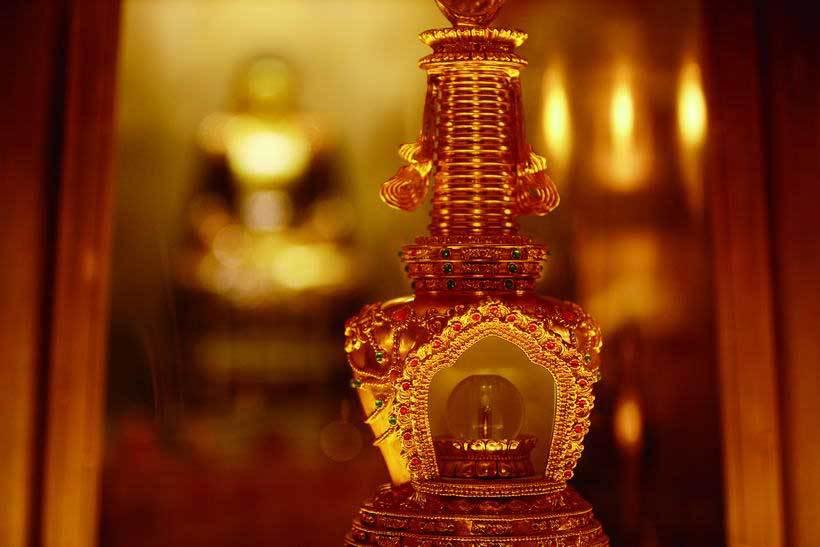 利及千尊佛像,金碧辉煌,是传统与现实完美结合的典范之作.你见
