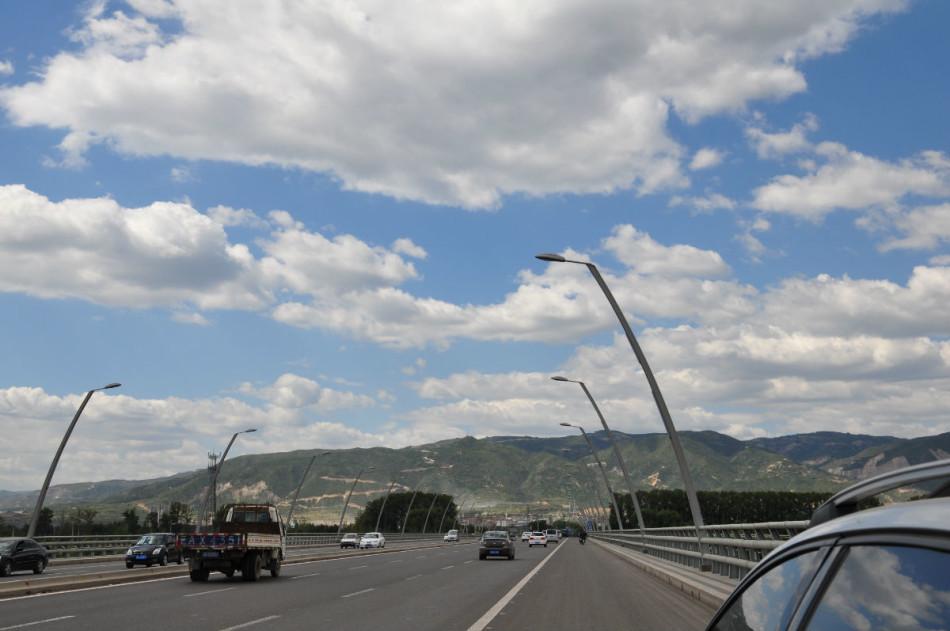 柴村桥,位于太原市尖草坪区柴村街道.史建于1992年,是金桥大街跨