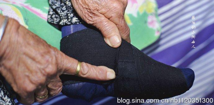 三寸金莲是源自中国古代妇女的裹足陋习,当时人们普遍将小脚当成美图片