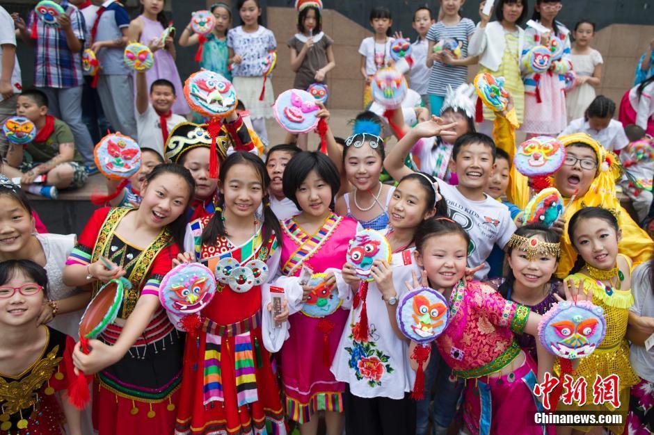 """六一儿童节即将来临,太原新建路小学组织全校师生""""最爱民族村"""""""