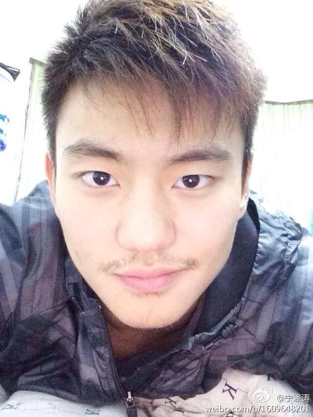 宁泽涛 1993年出生 1米9高个 鼻子挺