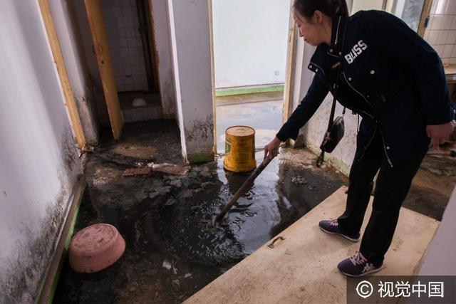 长春女子家下水道堵塞粪水入室 恶臭难掩变茅房