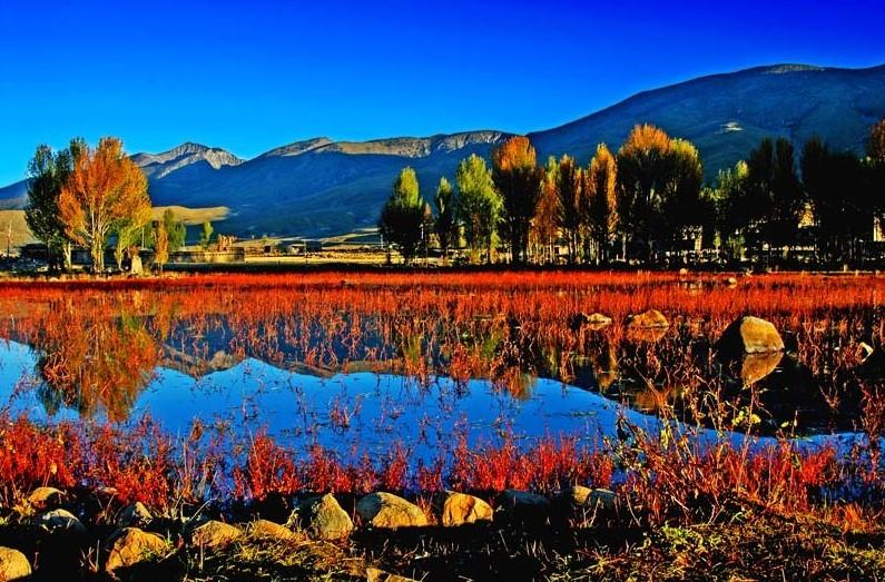 稻城亚丁风景区位于四川甘孜藏族自治州南部,地处著名的青藏高原图片