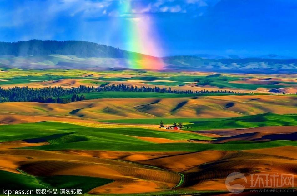 2012全球自然美景:岩浆与北极光交相呼应 光