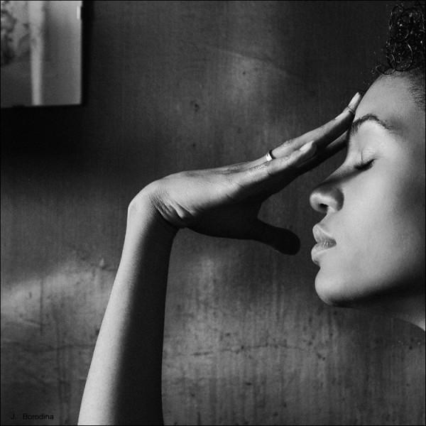性感之美 方形构图黑白人像作品图片