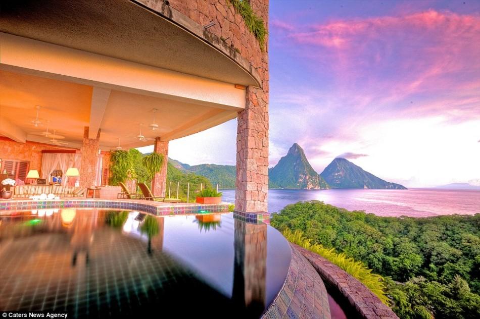全球12个景色最佳酒店客房:豪华浴室可见海湾