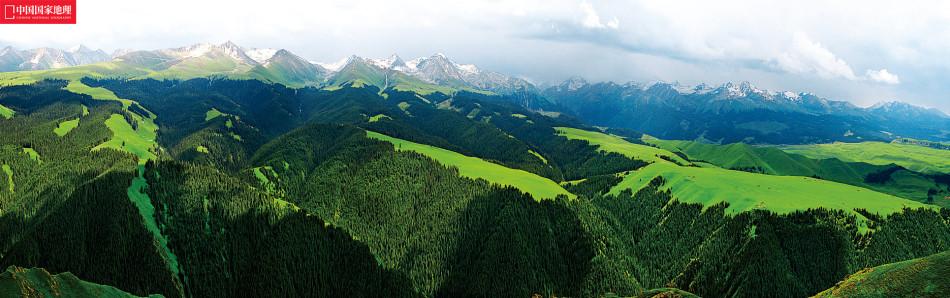 天山雪山群勾勒最美天际线:千峰万壑重峦叠嶂
