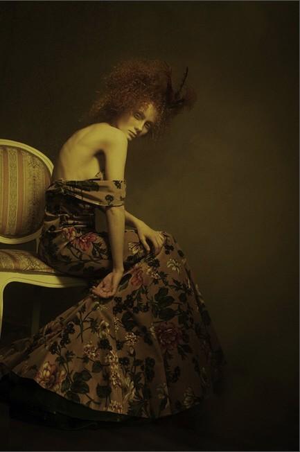 俄罗斯摄影师Julia Tsoona的人像摄影作品,从这些图片的构图、用光图片