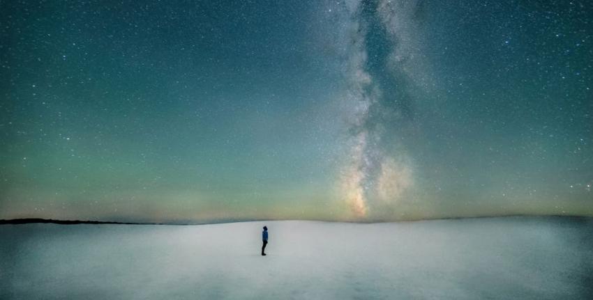 英媒盘点2013最震撼太空图:银河系闪耀海面