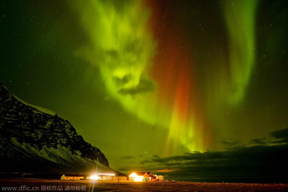 摄影师抓拍诡异北极光:似隐藏恐怖人脸