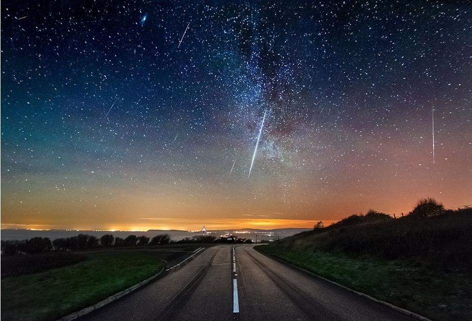 天外华光:双子座流星雨今晚如约璀璨降临