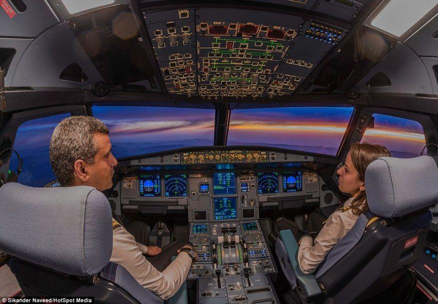 1万米高的窗口:从客机驾驶舱看外面世界