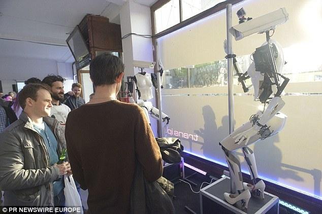 摄像头钢管舞机器人:报废汽车零部件制成