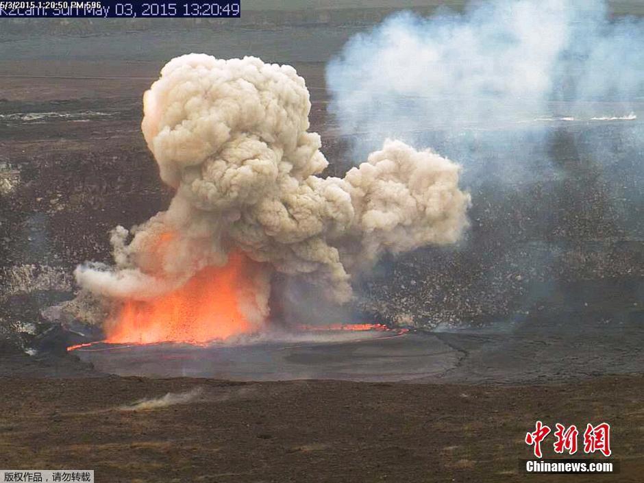 美国夏威夷火山口崩塌 熔岩爆炸场面壮观