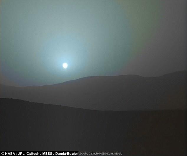 """""""好奇号""""拍绝美照片:红色火星上的蓝色日落"""