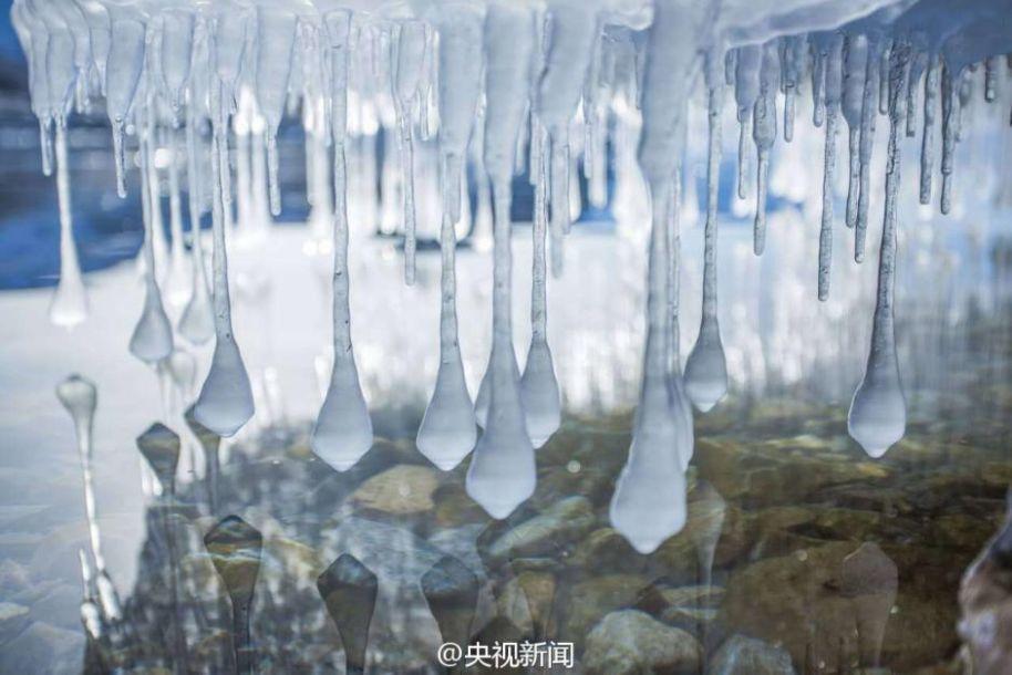 """天山脚下倒挂冰凌似""""卷珠帘"""""""