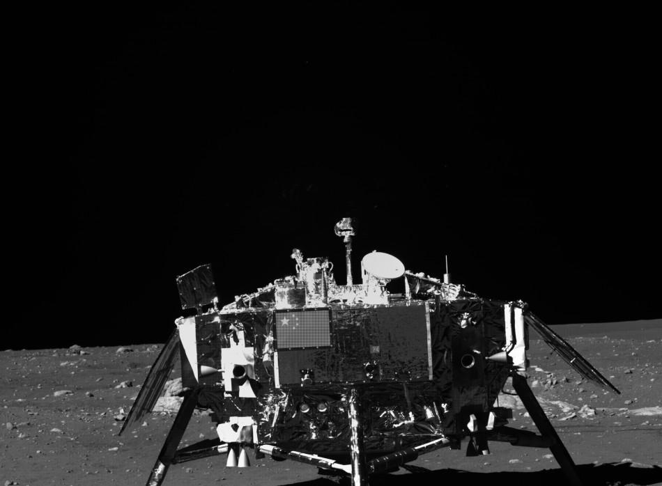 """""""嫦娥""""探月高清真彩色月面图像首公开"""