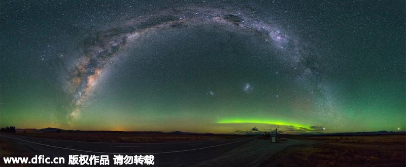 摄影师拍拱形星河美景:似星桥悬空