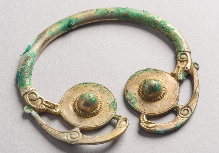 英国寻宝猎人发现千年前维京人罕见宝藏
