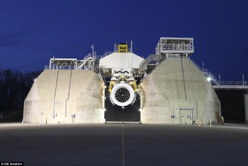 波音测试最大飞机引擎:产生45000多公斤推力
