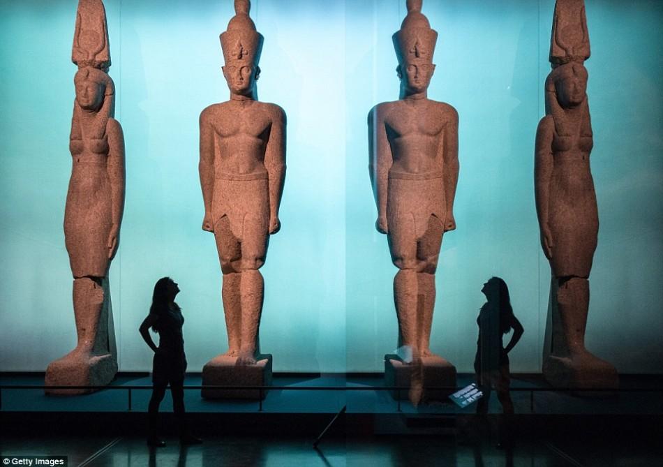 大英博物馆展出古埃及艺术品:海底沉睡超过千年