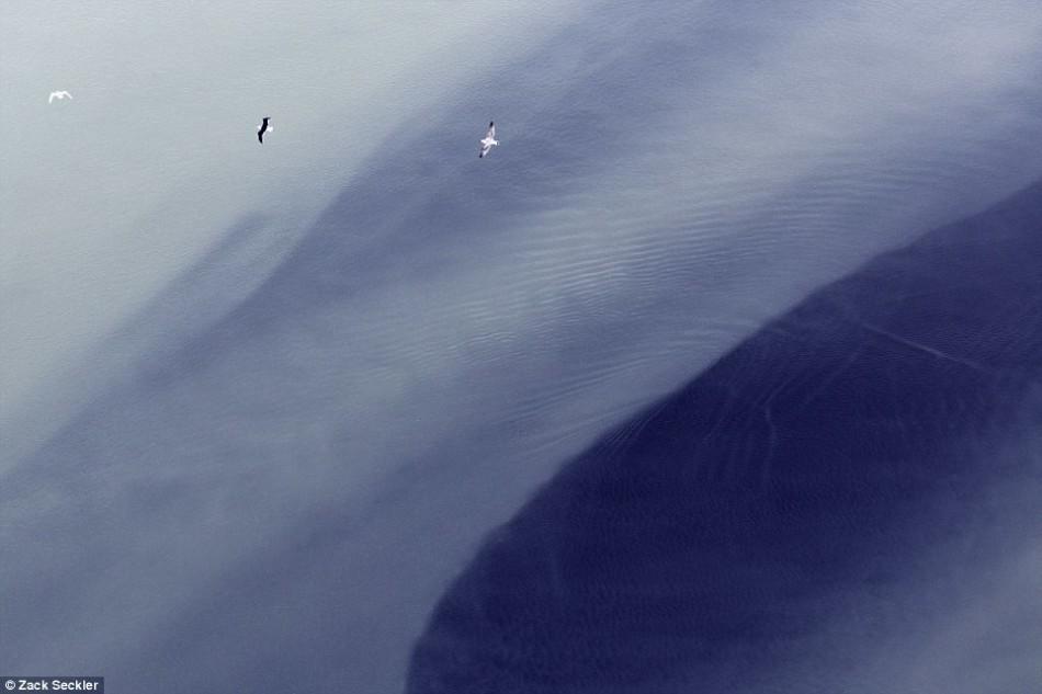 摄影师航拍记录绝美冰岛:除了足球还有自然风光