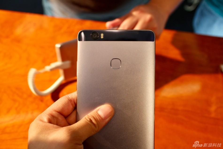 华为荣耀今日在北京发布其大屏手机产品NOTE8,这是一款拥有6.6英