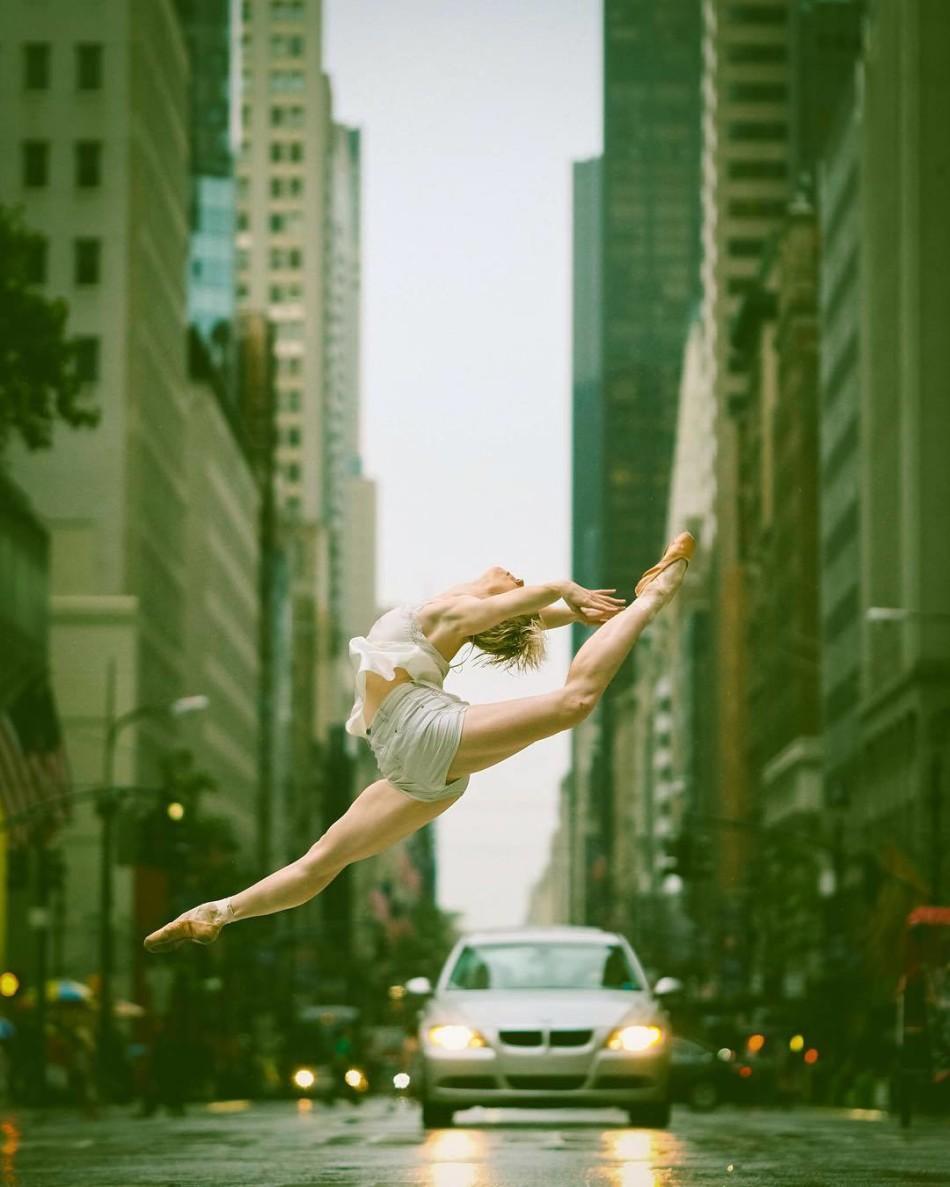 摄影师将古典的舞台艺术搬上了现代纽约街头