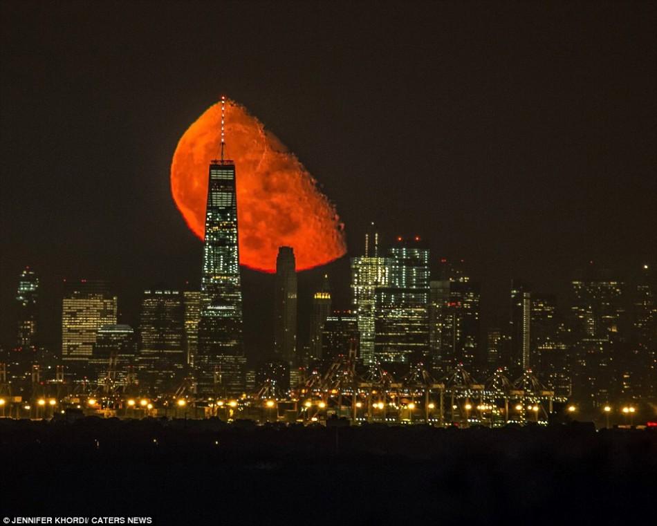 美国上空的绝美血色月亮:摄影师等2年抓拍