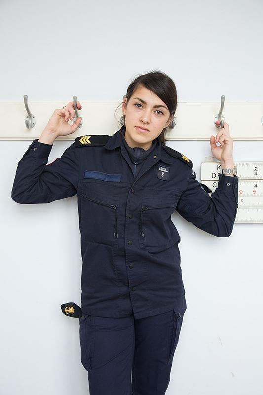 制服背后 荷兰海军女兵穿军装与休闲装对比